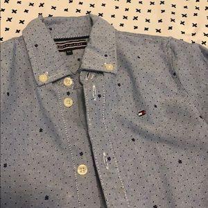 4T Tommy Hilfiger shirt 👕💙